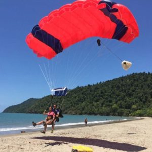 Tandem skydiving in Cairns with Beach Landing